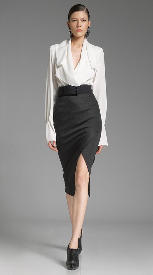 Блузки практичнее платьев, их всегда можно скомпоновать в новый наряд.