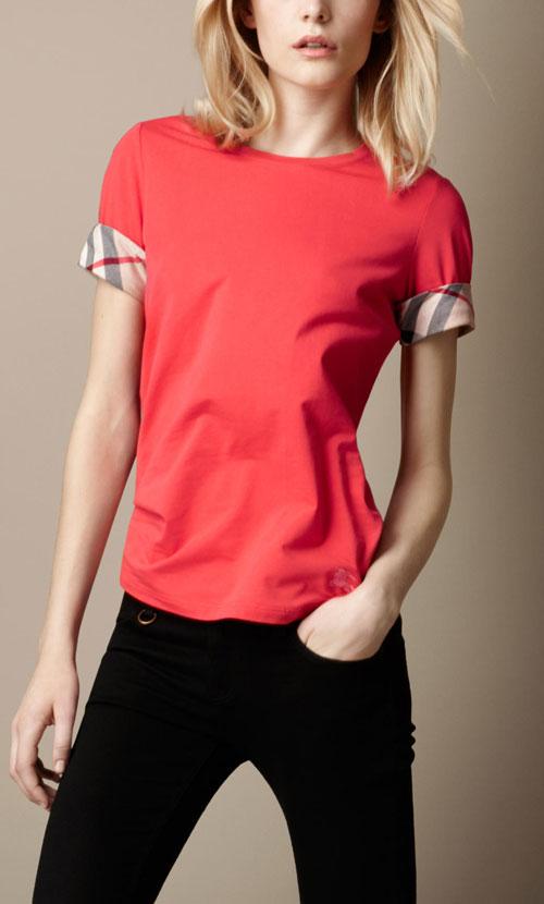 Женщинам - женственные модели футболок.