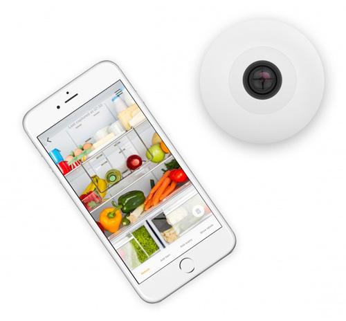 Камера FridgeCam для контроля продуктов в холодильнике.