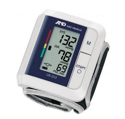 Автоматический прибор для измерения артериального давления на запястье A&D UB-202.