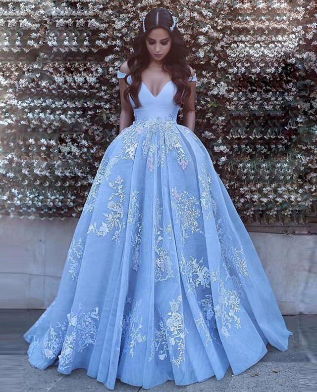 Синее свадебное платье.