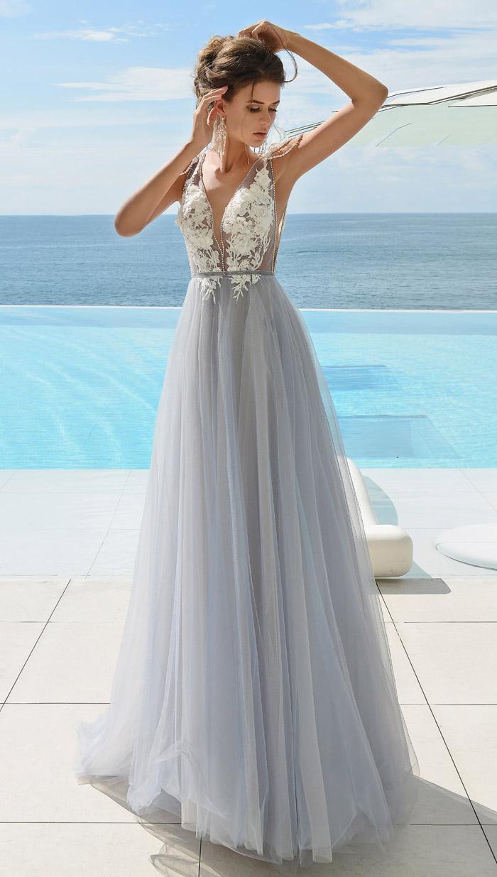 Серое свадебное платье.