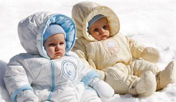 Как выбрать зимний комбинезон для новорожденного?