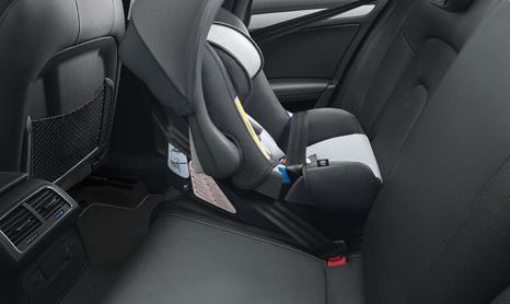 Пример крепления детского автокресла штатными ремнями безопасности.