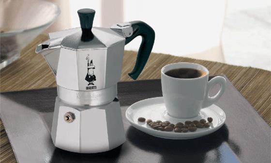 """Подлинная кофеварка """"Мока Экспресс"""" от Bialetti."""