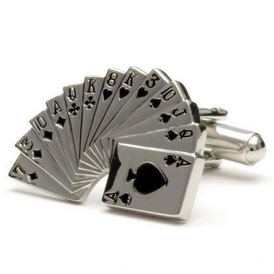 Запонка для игрока покера.