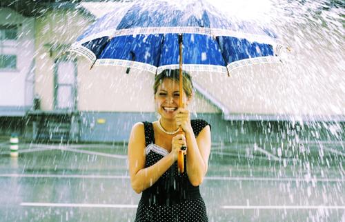 С хорошим зонтом радоваться жизни можно в любую погоду!