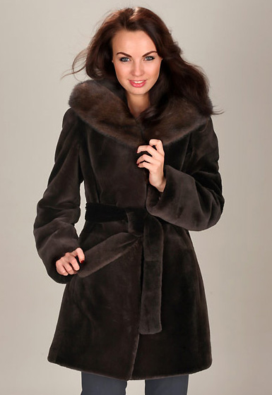 Шуба из канадского бобра теплее, красивее и мягче русского.