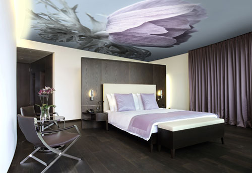 Натяжной потолок с принтом.
