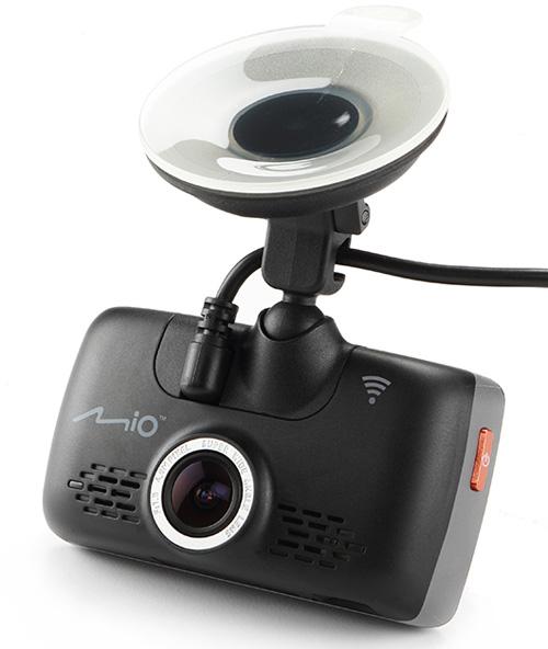 Автомобильный видеорегистратор Mio MiVue 688 (2016 год)