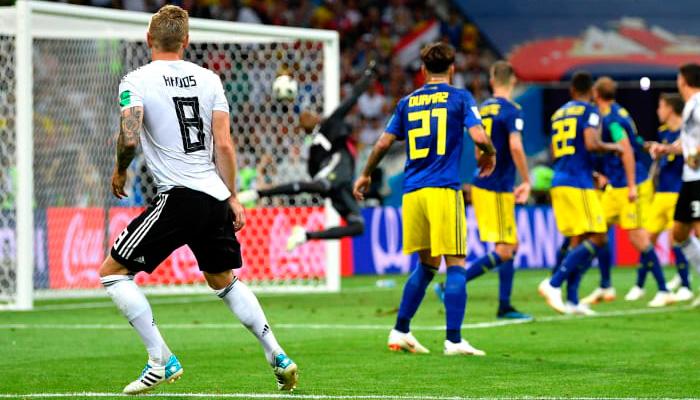 Второй гол Тони КРООСА в матче Германия – Швеция.
