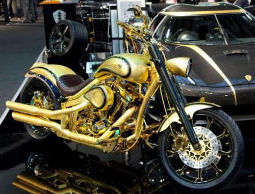 Фото мотоцикла из золота и бриллиантов Lauge Jensen Gold.