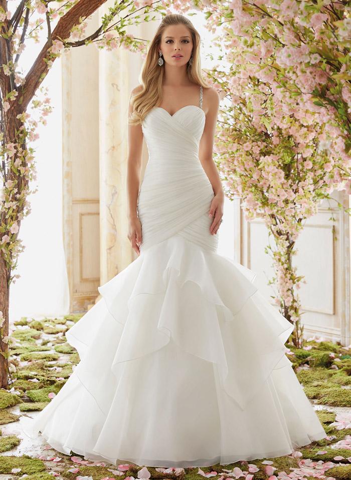 Белое свадебное платье.