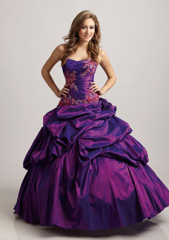 Фиолетовое свадебное платье.